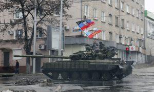 Pro-Russian separatists ride on a tank in Donetsk, eastern Ukraine, February 1, 2015. REUTERS/Maxim Shemetov